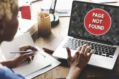 Begrepp för problem för meddelande 404 för sida inte funnit Arkivfoto