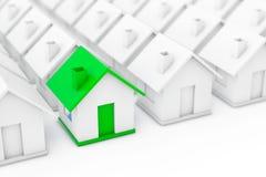 Begrepp för Real Estate egenskapsbransch Grönt hus in bland Whit Fotografering för Bildbyråer