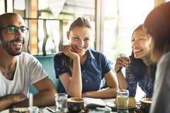 Begrepp för samhörighetskänsla för kamratskap för coffee shopkaférestaurang Royaltyfria Bilder