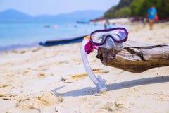 Begrepp för sommarsemester som snorklar på stranden Arkivbilder