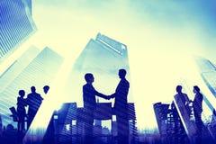 Begrepp för stad för företags möte för affärshandskakning arkivfoton
