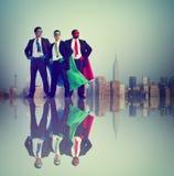 Begrepp för stad för framgång för affärsmanSuperheromakt arkivfoton