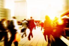 Begrepp för stad för pendling för affärsfolk företags gå arkivfoto