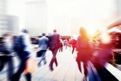 Begrepp för stad för pendling för affärsfolk företags gå royaltyfri foto