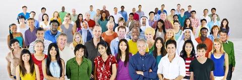 Begrepp för stor grupp människor för mångfald multietniskt arkivfoto