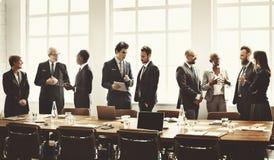 Begrepp för strategi för diskussion för affärsgruppmöte funktionsdugligt royaltyfria bilder
