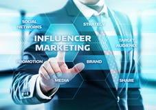 Begrepp för strategi för massmedia för nätverk för affär för Influencer marknadsföringsplan socialt arkivbilder