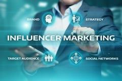 Begrepp för strategi för massmedia för nätverk för affär för Influencer marknadsföringsplan socialt royaltyfria bilder