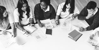 Begrepp för studentClassmate Friends Understanding studie arkivfoto