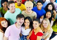 Begrepp för studenter för folkungdomkultur tillsammans gladlynt arkivfoto
