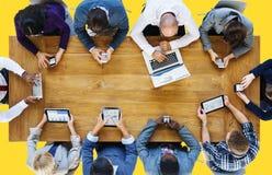 Begrepp för teknologi för kommunikationsanslutningsDigital apparater Arkivbild