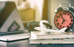 Begrepp för tid för kontorsaffärslopp arkivbild