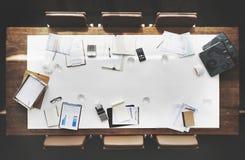 Begrepp för utrymme för kopia för tabell för möte för konferens för bräderum funktionsdugligt royaltyfri fotografi