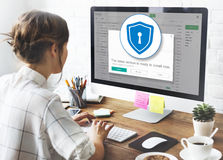 Begrepp för varning för säkerhet för skydd för FirewallAntivirusvarning Arkivfoto