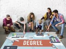 Begrepp för vishet för sakkunskap för förlage för graddiplomungkarl arkivfoton