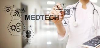 Begrepp f?r data f?r medicinsk teknologi f?r information om Medtech internet f?r integration stort p? den faktiska sk?rmen Manipu vektor illustrationer