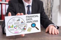 Begrepp för analys för finansiella data på ett indexkort Arkivbild