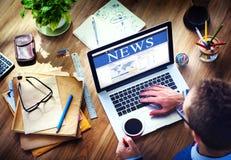 Begrepp för Digital online-globalt nyheternauppdatering Arkivbild