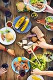 Begrepp för folk för lunchformell lunch utomhus- äta middag Fotografering för Bildbyråer