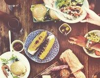 Begrepp för folk för lunchformell lunch utomhus- äta middag Arkivbilder