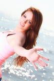 Lycklig le joyful härlig ung gladlynt Caucasianfe för kvinna Royaltyfri Bild