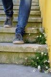 Begrepp med mänskliga fotspår Arkivbild