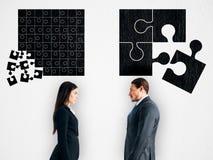 begrepp som f?rbinder f?r partnerskappussel f?r fyra h?nder teamwork royaltyfria foton