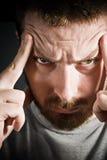 begrepp som uttrycker huvudvärkmanspänning royaltyfria bilder