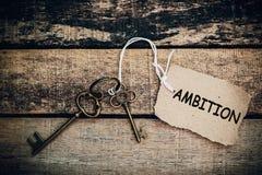 Begreppet av 'ambition' översätts av tangenten och silver nyckel- ch Royaltyfri Bild