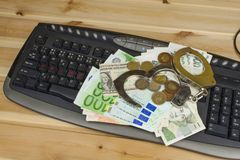 Begreppet av cybercrimen Brottslig verksamhet som utförs av datorer och internet Fotografering för Bildbyråer