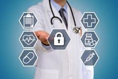 Begreppet av doktorn som har ett medicinskt prov arkivfoto