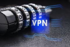 Begreppet av en säker anslutning genom att använda VPN teknologi Arkivbild