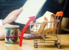 Begreppet av fastighetmarknadstillväxt Förhöjningen i huspriser Stigande priser för hjälpmedel Ökande intresse in arkivfoto