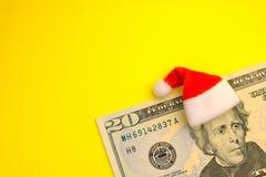 Begreppet av kostnaden av julferier, skuld, vinster eller rabatter för det nya året Bära för president Jackson röd jultomten arkivbilder