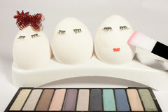 Begreppet av påsken som målar ägg, smink Royaltyfria Bilder