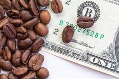 Begreppet av priset av kaffe på marknaden Royaltyfria Bilder