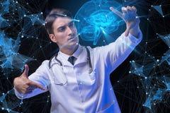 Begreppet av telemedicine med den manliga doktorn Royaltyfri Foto