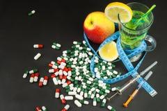 begreppet bantar Behandling av fetma banta strängt Frukter som bantar mat Arkivfoto