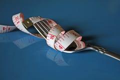 begreppet bantar det mätande bandet för gaffeln Arkivfoton