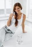 begreppet bantar hälsa 04 som cirkulerar äta som är sunt H Royaltyfria Bilder