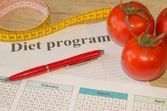 Begreppet bantar och viktförlust på tabellen Sund ny frukt för bantar Arkivbild