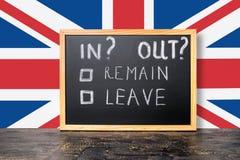 Begreppet för den Brexit UK EU-folkomröstningen med flaggan och handskrift smsar I Fotografering för Bildbyråer
