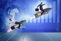 Begreppet för global konkurrens med att jaga affärsmän Arkivfoton