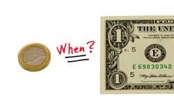 Begreppet jämför pengar för usd-dollar- och euromyntet Royaltyfri Fotografi