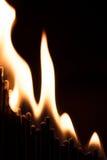 Begreppsaffärsjämvikt är brinnande down, matchsticks och brand Royaltyfria Bilder