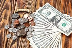 Begreppsbild av finans och investeringen 1 US dollar sedlar och pengarmynt med den handgjorda beskrivningen Royaltyfria Bilder