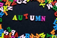 Begreppsdesign - ordet HÖST från mång--färgade träbokstäver på en svart bakgrund, idérik idé Royaltyfria Bilder