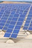 begreppsenergi för bakgrund 3d isolerade framförd sol- white Royaltyfri Foto