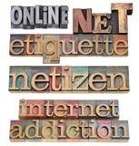 begreppsetikettinternet förtjänar Arkivfoto