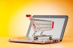 begreppsinternetonline-shopping arkivfoton